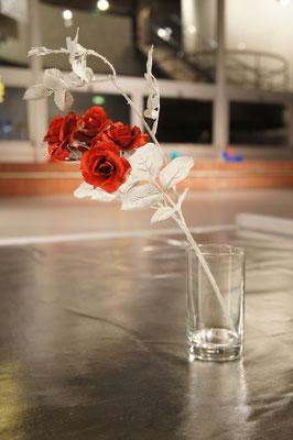 《徴は至る所に》/2012/造花