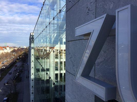 LED-Leuchtbuchstaben im Profil 4 montiert in München.