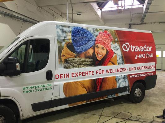 Fahrzeugbeschriftung Transporter mit Digitaldrucken.