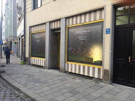 Schaufensterbeschriftung für Komplettumbau mit Sichtschutzfolien digital bedruckt.