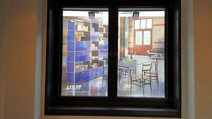 Lichtdurchlässiger Digitaldruck als Fensterbeschriftung