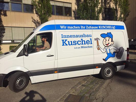 Fahrzeugbeschriftung Transporter mit Klebefolien und Digitaldrucken.