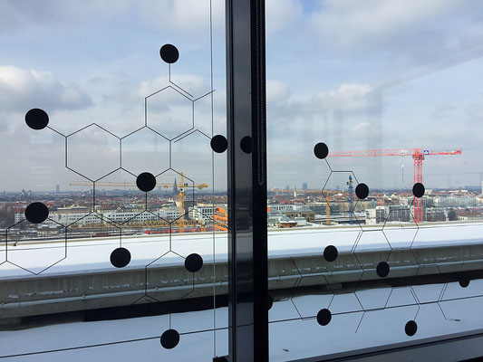 Klebefolien auf Glasflächen.
