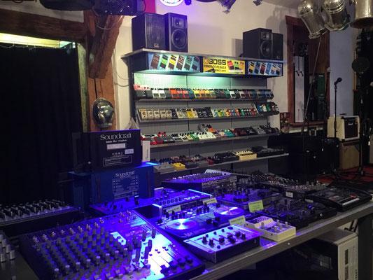 Mischpult, Mixer, Tontechnik, DJ Pult, Turntable, Musik Fabiani Guitars, 75365 Calw, Nagold, Herrenberg, Leonberg, Stuttgart, Pforzheim, Karlsruhe, Rastet, Baden Baden, Meersburg, Konstanz