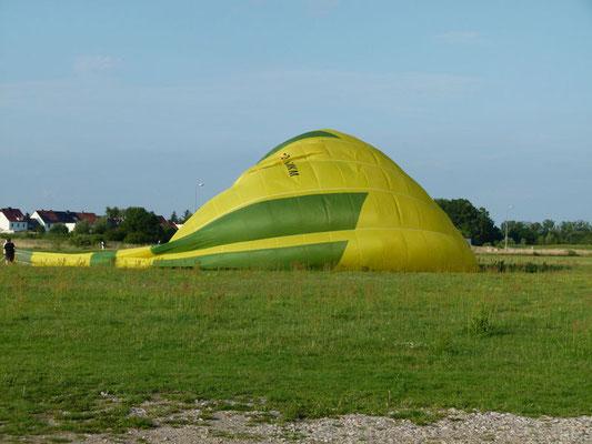 Gegen Abend wird ein Heißluftballon gestartet