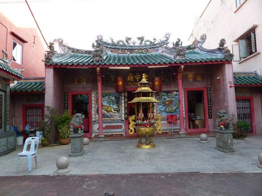 Der chinesische Tempel mitten in einem Rondell