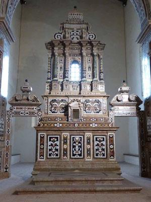Der Mosaikaltar in der Kirche San Francesco