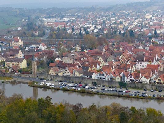 Blick von der Burg auf Karlstadt und den Womo-Platz