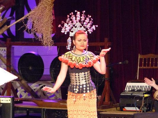 Die Tänze der verschiedenen Völkergruppen