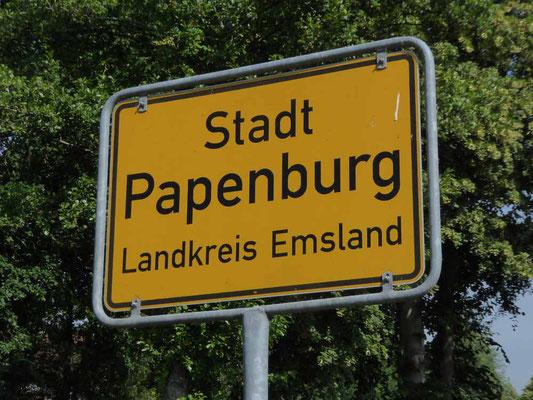 Stadtschild Papenburg - bis ins Zentrum ist es noch weit