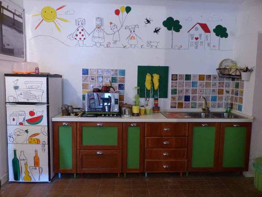 """Die ganze Küche ist ein Sammelsurium an """"Kunst"""""""