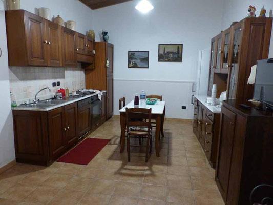Auch eine Küche gehört zu unserem Zimmer