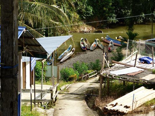 """Blick zum Fluss hinab - und links sind die """"sanitären Anlagen"""""""