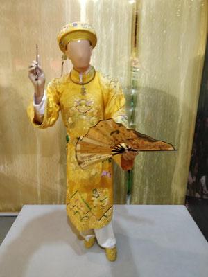 Costumes portés par les chamans représentant les divinités