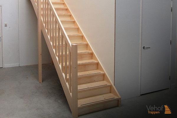 Zolder trappen houten trappen hengelo en overijssel for Zoldertrap op maat