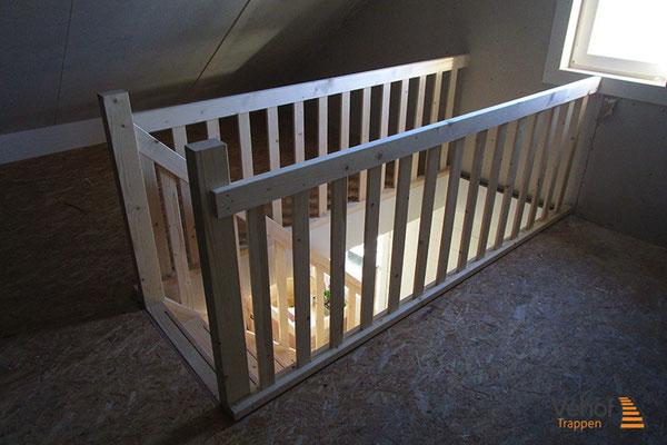 Zolder trappen houten trappen hengelo en overijssel for Houten trap plaatsen