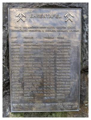 Inschriftenplatte zum Gedenken an die im Laufe der Jahrhunderte verunglückten Kumpel