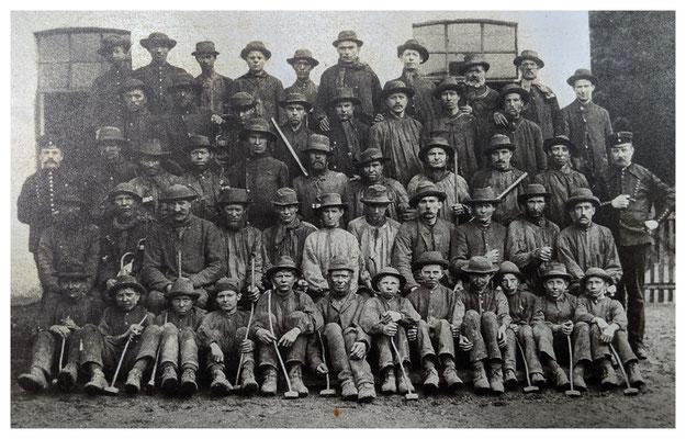 Belegschaft der Grube Martenberg im Jahr 1895 (Quelle: Darstellung im Bergbaumuseum Grube Christiane)