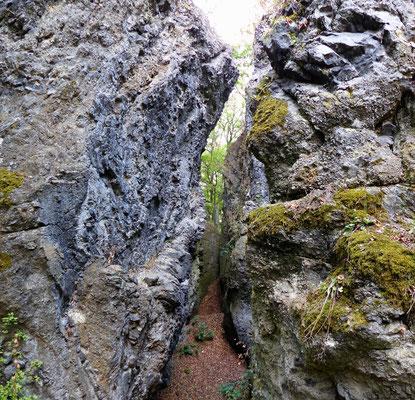 Kluft am Gipfel des Baba (ca. 1 Meter breit und 10 Meter tief)