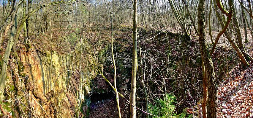 "Blick in den Bruch ""Jižní kříž"" (= ""Kreuz des Südens""). Hier mündet der Hauptförderstollen auf der 3. Sohle."