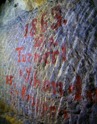 alte Inschrift im hinteren Bereich des Stollens