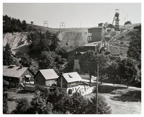 Tagesanlagen am Martenberg um 1950, im Hintergrund die Seilbahn zum Schacht Webel (Quelle: Darstellung im Museum Korbach)