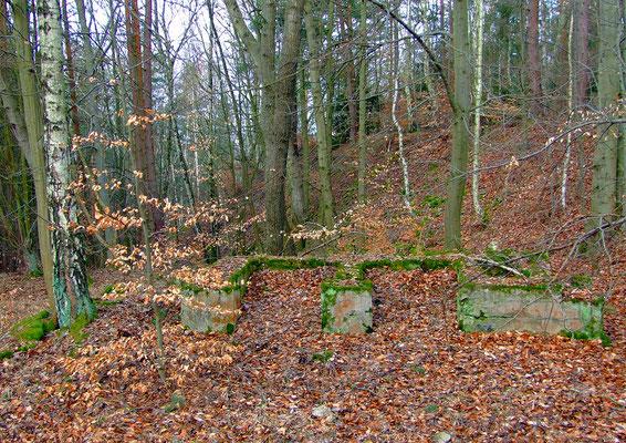 Fundament des Förderturms am Schacht der Gabriela-Grube.