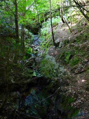 Die Kaskade über welche das Wasser vom unteren Mundloch zum Korábka-Bach fällt.