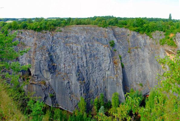 """Blick auf die Nordwand des Kalksteinbruchs """"Mexiko"""""""