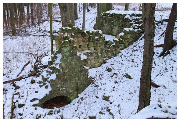 Reste des alten Kalkofens am Ausgang des Kohlichtgrundes