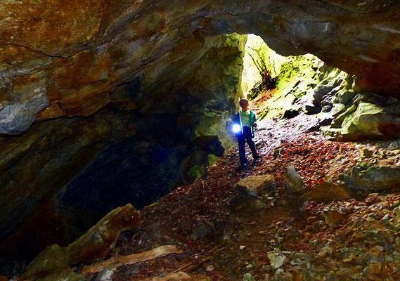 In der westlichsten Abbaukammer der Mutzkerner Kalksteinbrüche.
