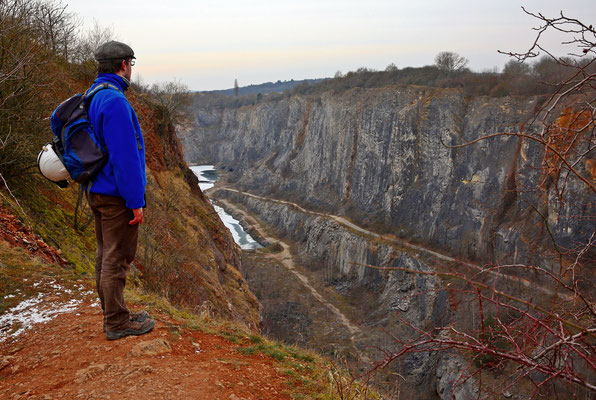 Blick in den Kalksteinbruch Velká Amerika an dessen südöstlicher Ecke