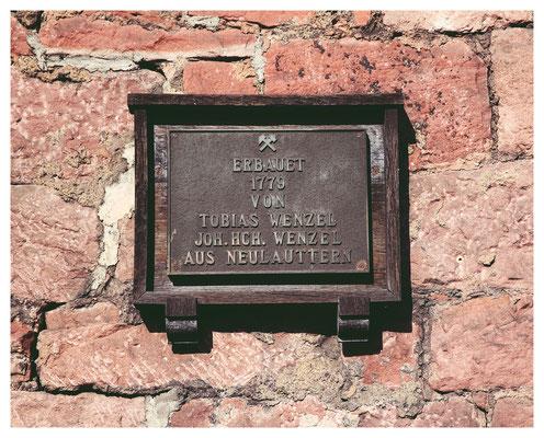 Tafel zur Erinnerung an die Gründung des Hammers durch die Gebrüder Wenzel