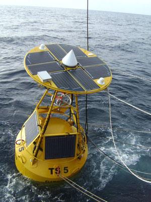 Boje und Seezeichen mit Funkanlage und Messeinheiten zur Frühwarnung mit Solarmodulen von Solara