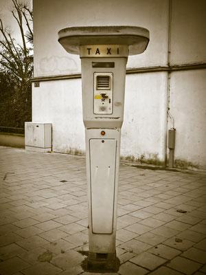 Funkstationen, bzw. Rufsäulen für Taxiruf mit Solartechnik, Solarmodulen und Solar Laderegler zuverlässig überall wo kein Stromanschluss vorhanden ist.