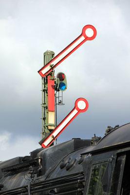 Signalanlagen, Bahnsteuerung und Sicherheitstechnik absolut zuverlässig mit Solarstrom produziert mit Solartechnik und Solarmodulen von Solara.