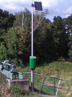 Messstation mit Solaranlage an einer Schleuse - Solarstrom von SOLARA für viele Jahre stets zuverlässig und sicher zu jeder Jahreszeit!