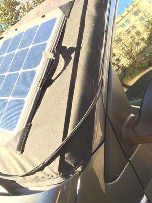 SOLARA Solarmodul für die Windschutzscheibe, mobil in einer Tasche mit praktischen Tragegriff. Solarmodul zur Verscahttung des Fahrzeugs. Alle Test bestanden. Ideal für unterwegs beim Camping für VW Camper.