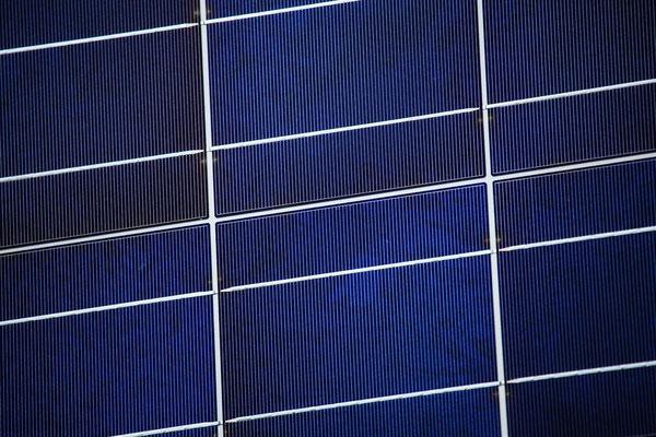 Solarmodule mit Solarzellen in unterschiedlicher Größe, Spannung (Volt), Strom (Ampere) und Leistung (Watt) für verschiedene Anwendungen.