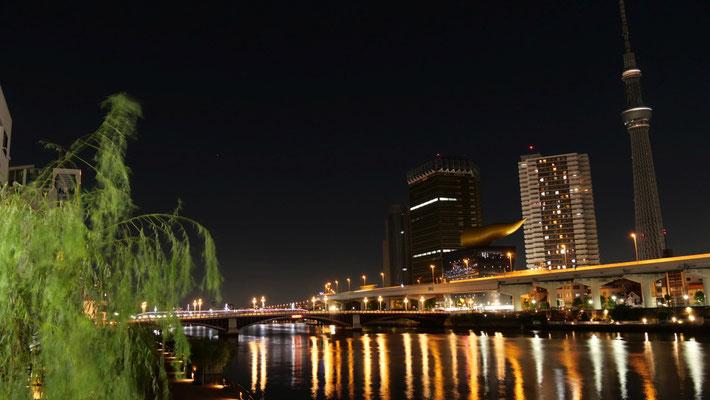 TOKYO2020が終わったからか、スカイツリーも最小限のライトアップのみでした。