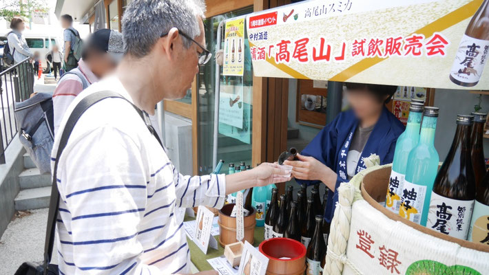 日本酒の試飲会を見つけた太田は...