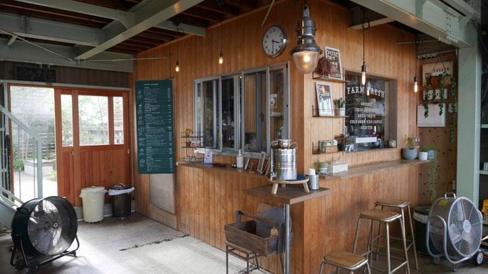 勘兵衛園ではおしゃれなカフェも経営しています。
