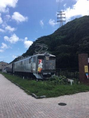 関門海峡めかり駅には、古い車両を利用した休憩所が設けられています。