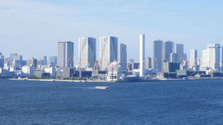 東京オリンピック2020に向けて、選手村建設が進む晴海地区。