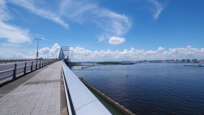 ゲートブリッジを渡った先の中央防波堤に、海の森水上競技場、海の森クロスカントリーコースがあります。