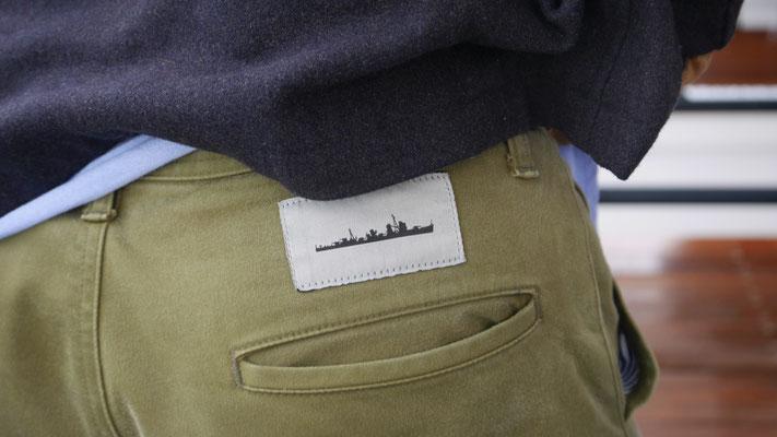 若林の履いていたパンツ。艦のシルエットが銘打たれています。