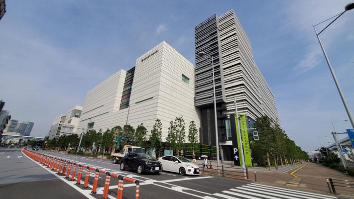 近隣には、住友不動産が建てた巨大ショッピングモールもオープンしました。