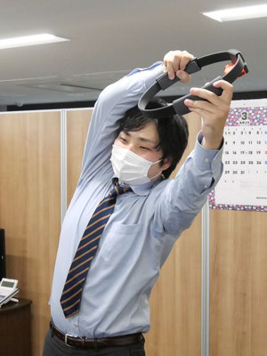 リングコンの引っ張り方が、どこかおかしな遠藤。