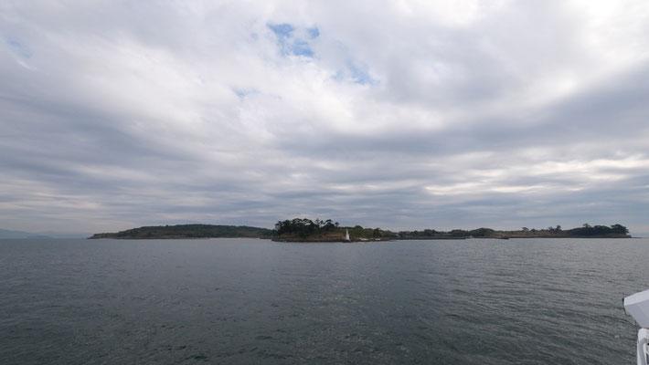 佐久島の全景。面積1.81平方km、海岸線の総延長11.5kmという小さな島です。