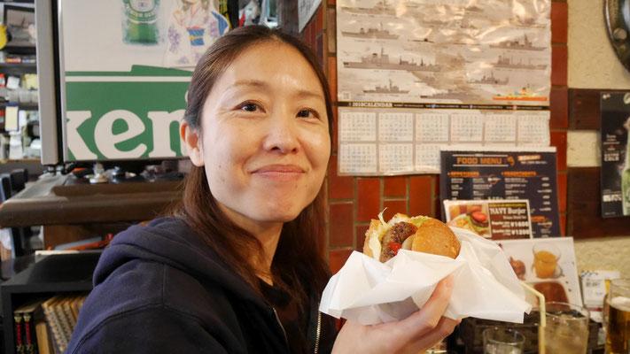 みおもネイビーバーガーを食べました。